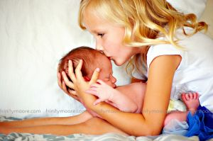 big-sister-newborn-baby-blue-kiss-photo.jpg