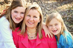 mom-daughters-laughing-family-photo.jpg